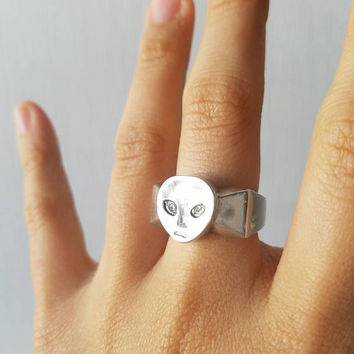 The Greys (Alien signet ring)