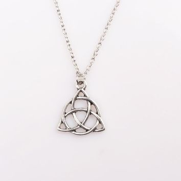 SG Retro Style Viking Knot Necklace Silver Resident Evil Trinity Amulet Odin Horn Alloy Irish Knot Pendant Women Men Necklace