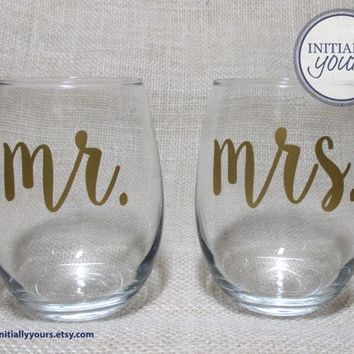 Mr and Mrs Stemless Wine Glasses, Bride and Groom, Couples Gift, Engagement Gift, Set of 2