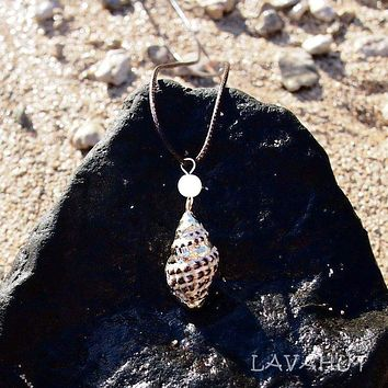 Spotted Thorn Drupe Seashell Hawaiian Pendant Necklace