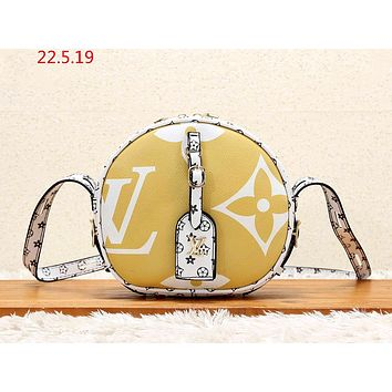 LV 2019 new full printed logo female models small round bag fashion shoulder Messenger bag Yellow