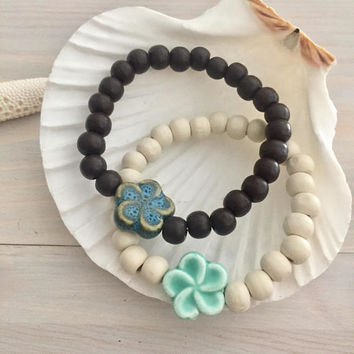 Hawaiian Flower Bracelet - Beach Bracelet - Wood Stretch Bracelet - Wooden Bracelet - Wood and Flower - Hawaiian Jewelry - Beach Jewelry