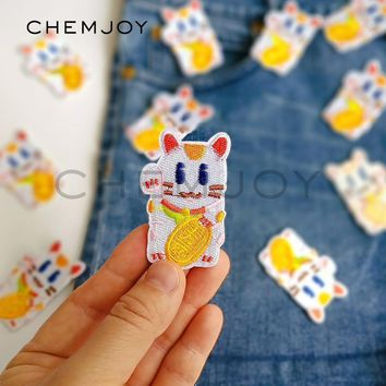 Trendy Embroidery Maneki Neko Cat Patch for Clothing Iron on Cute Lucky Fortune Cat Applique Sew on Clothes Stickers Denim Jacket Patch AT_94_13