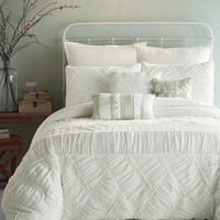 Jessica Simpson Liliane Ruffle Weave Comforter Set in White