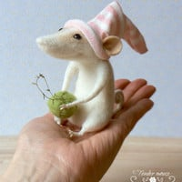 Felted mouse, cute mouse, needle mouse, waldorf doll, fairytale figurine, needle felt, stuffed toy, felt ornement, tender mouse