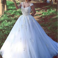 [166.99] Romantic Tulle V-neck Neckline Ball Gown Wedding Dresses With Lace Appliques - dressilyme.com
