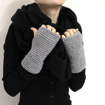 Gray Fingerless Mittens, Crochet Hand Warmers, Chunky Wrist Warmers, Gray Knit Handwarmer, Soft Wool Mittens, Knit fingerless gloves