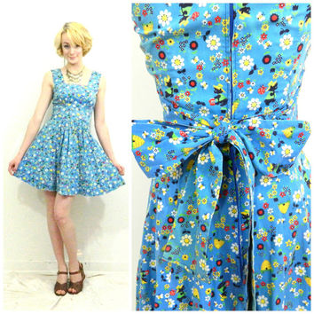60s 70s vintage Novelty dress / Mini tea dress / Bow tie back waist / Short blue / Skater dress / Bear pattern / size XS