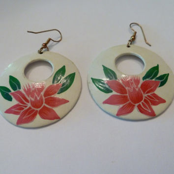 Vintage Pink Flower Dangle Earrings White Painted Enamel Disc with Pink Flowers Costume Jewelry