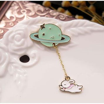 Br029 Saturn Planet Rabbit Exquisite Brooches Chain Fashion Jewelry Women Girls Bag Hat Decoration Accessories