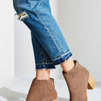 Ecote Short Suede Boot - Urban Outfitters
