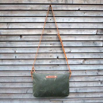 Waxed canvas day bag / zipper bag in olive green COLLECTION UNISEX