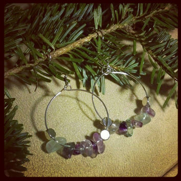 Circular semi-precious beaded earrings made of fluorite // handmade circular earrings.