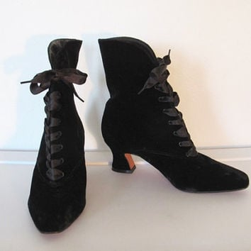 Vintage Nine West / Black Velvet Lace up Granny Boots / Heeled Ankle Boots - Size 6.5