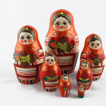 Matryoshka Russian Nesting Doll Babushka Beautiful Nuts Hazelnuts Set 7 Pieces Pcs Hand Painted Wooden Souvenir Handicraft Craft