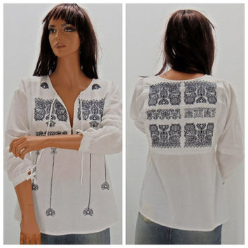 Kaftan tunic blouse, size S / M, Indian embroidered tunic top, white cotton caftan, boho, Indie, hippie smock, Sunny Boho