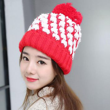 Novel Beautiful Snow Like Small Yarn in Twill Patern Winter Hat with Woolen Yarn Ball Thick Caps with Ball and Cotton Stuffed