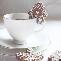 """16 mini gingerbread  """"sit on cup"""" cookies"""