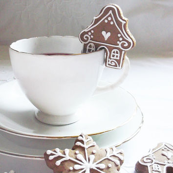 "16 mini gingerbread  ""sit on cup"" cookies"