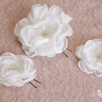 Wedding hair flowers, bridesmaid hair pins, bridal hair pins, wedding hair accessory, wedding barrette, bridal hair clip, wedding hairpieces