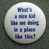 """Deadstock '80s Pinback Button """"What's a nice kid like me doing in a place like this?"""" Amusing, Rust-Free!!"""