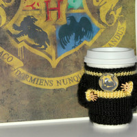 Hufflepuff coffee cozy Hogwarts house sweater. Harry Potter inspired cup cozy Starbucks cup holder Hand knit Black yellow. Travel mug cozy