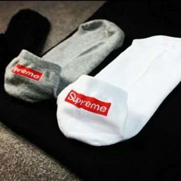 Supreme Pure color cotton socks letters couples socks for men and women ship socks (Black white red) A set for THREE pairs