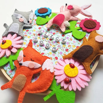 Woodland Baby Nursery, Door Sign for New Baby, Round Door Hang, Felt Embroidery Picture, Colorful Nursery Decor, Personalized Animal Art