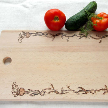 Cutting board Vegetable Design, kitchen board, garden design, Original gift, Hostess gift, Housewarming, handmade engraved, wood burning