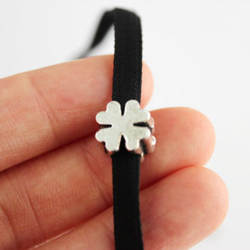 Four leaf clover choker necklace, clover velvet necklace, black velvet choker necklace, irish clover necklace, irish gift, gift for her