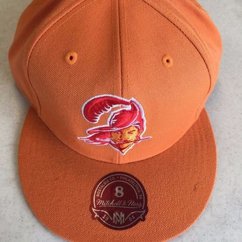 RETRO MITCHELL AND NESS TAMPA BAY BUCCANEERS ORANGE FLAT BRIM FITTED HAT