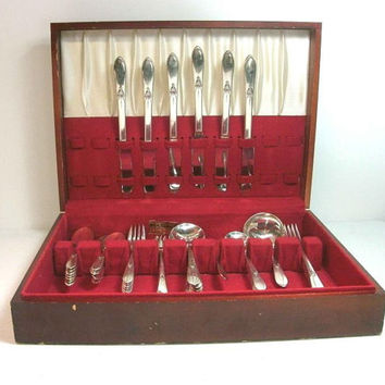 Antique WM Rogers 1940 43 piece TAPESTRY Silverplate Flatware Set In orig Chest Free Shipping