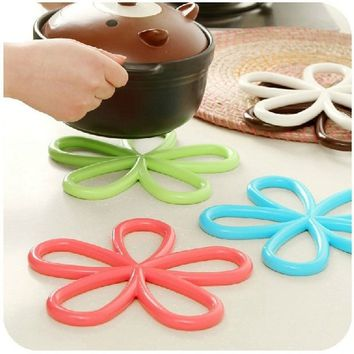New Plum Shaped Anti Scald Heat Insulation Anti Slip Table PVC Pot Mat Kitchen Kitchen Non-slip Mats
