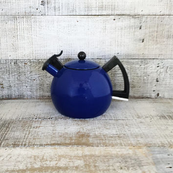 Enamel Tea Kettle Blue Metal Teapot with Resin Handle Vintage Whistling Tea Kettle Blue Teapot Mid Century Kitchenware Unique Tea Kettle