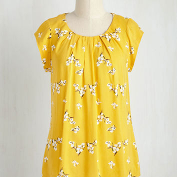 Steal the Show Top in Yellow Blossoms | Mod Retro Vintage Short Sleeve Shirts | ModCloth.com