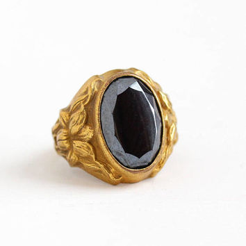 Vintage Art Deco Brass Simulated Hematite Flower Ring - 1930s Size 4 3/4 Gray Black Oval Glass Stone Repousse Floral Uncas Costume Jewelry