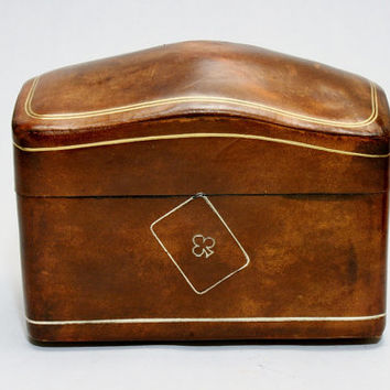 Italian Leather Playing Cards Storage Box Steamer Trunk Shape Vintage from the 1970s era In Fine Condition
