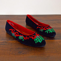 Vintage 80s 90s Black Velvet Red & Green Mistletoe Embroider Flats Ballet Flats Slip On Ugly Christmas Sweater Party Xmas X-mas Size 6.5 M