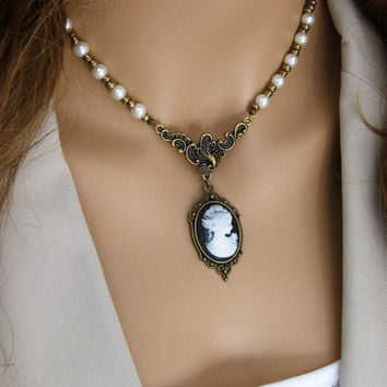 Victorian Cameo Necklace, Edwardian Necklace, Cameo Jewelry, Victorian Lady Cameo, Beaded Necklace, Cameo, Pearl Beaded Necklaces, N-788