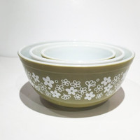 Set of 3 Pyrex Mixing Bowls, Pyrex Crazy Daisy Mixing Bowl Set, 1970's Spring Blossom Retro Kitchen Serveware Decor 401 402 403