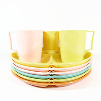 Mid Century Picnic Dishes Dinnerware Set Plastic Plates Cups Mug Set Colorful Pastel Camping Dishes Divided Plate Retro 1950s Summer Cookout