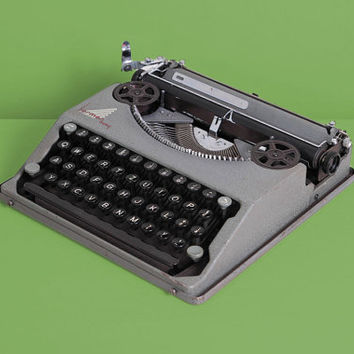1939 Hermes Baby Typewriter. First Model. Excellent working conditon. Swiss ultra portable vintage typewriter. Grey. With Case.