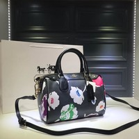 hcxx 1801 Coach YKK  Zipper Printed Handbag Pillow bag black white