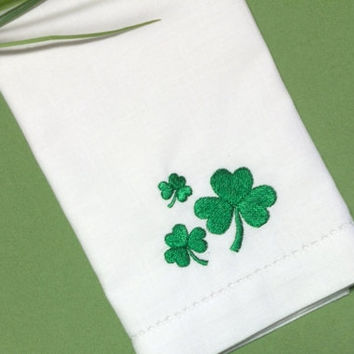 St. Patrick's Day Clover Cloth Napkins /Set of 4/ St. Patrick's Day Party, Shamrock embroidered linens, Shamrock napkins, Clover