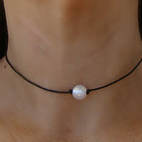 Boho White Pearl Bead Leather Choker Necklace - Unisex Bohemian Hippie Chic Simple Single Pearl Black
