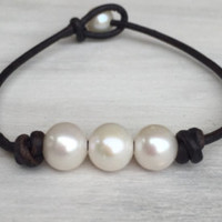 Timeless leather Freshwater pearl jewelry by Carolinelenox on Etsy