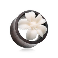 A Pair of Anemone Flower Organic Ear Gauge Tunnel Plug