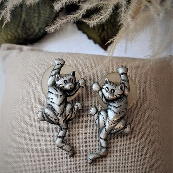 Vintage JJ Jonette Pewter Dangling Cat Earrings