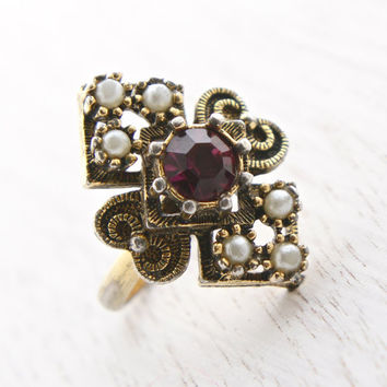 Vintage Faux Amethyst & Pearl Ring - Sarah Coventry 1970s Alexandria Gold Tone Adjustable Victorian Revival Costume Jewelry / Purple Facets