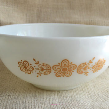 Butterfly Gold Cinderella bowl // Pyrex mixing bowl// 443- 2.5 Qt